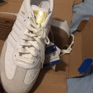 Adidas gym shoes size 8